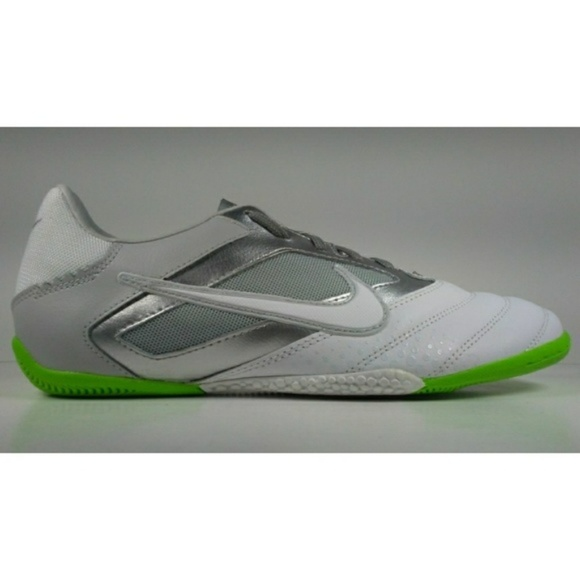 5845f3669 2011 Nike5 Elastico Pro soccer Shoes